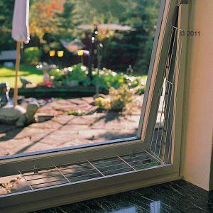 Ochranná mříž do boku okna, zkosená 62x8/16 cm